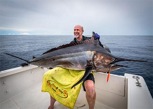 铁板路亚DFL200克慢摇渔获,黑马林(马达加斯加钓场)